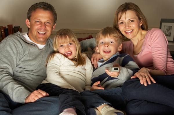تماشای تلویزیون خانوادگی