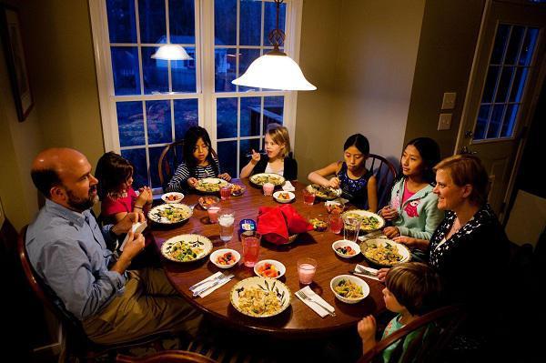 سر میز شام