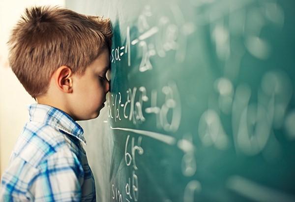 اختلالات یادگیری در خواندن چه علائمی دارد؟